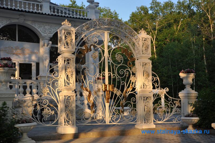 Ворота, навершия